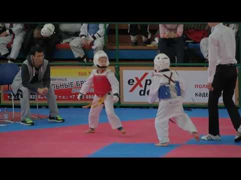 Черненко Сергей 2 бой 1 раунд