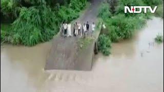 Dramatic Video Shows 30-Year-Old Gujarat Bridge Washed Away By Rain - NDTV