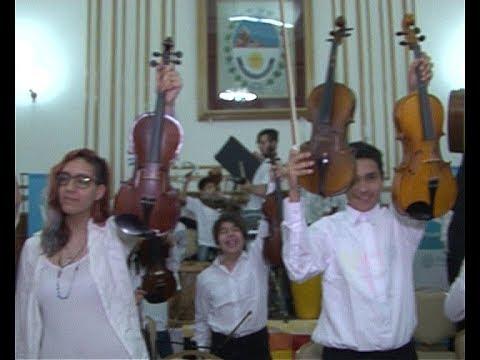 Integrantes de la Orquesta Pu-Kara de Río Turbio en Casa de Gobierno