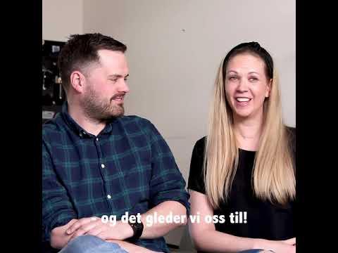 Elfa hjelper småbarnsfamilie med orden i gangen - tekstet