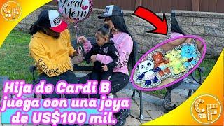 Hija de Cardi B juega con costoso collar de diamantes de US$100 mil.
