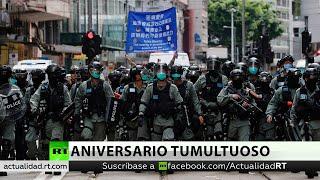 La Policía de Hong Kong utiliza cañones de agua para dispersar las protestas