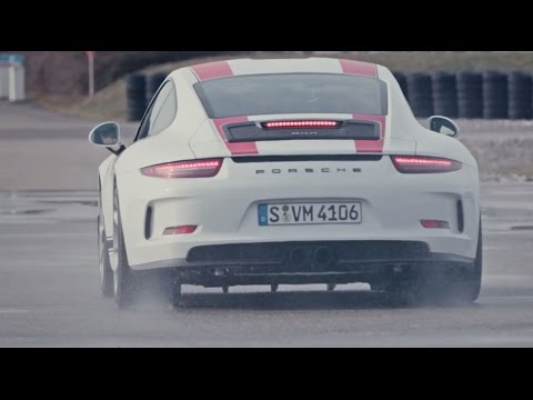Driving lessons with the 911 R - Lesson 3: Heel-and-toe