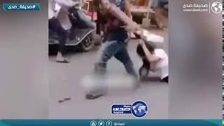 رجل يعاقب زوجته بوحشية امام المارة