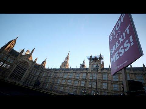 Brexit: Мэй вновь просит об отсрочке photo