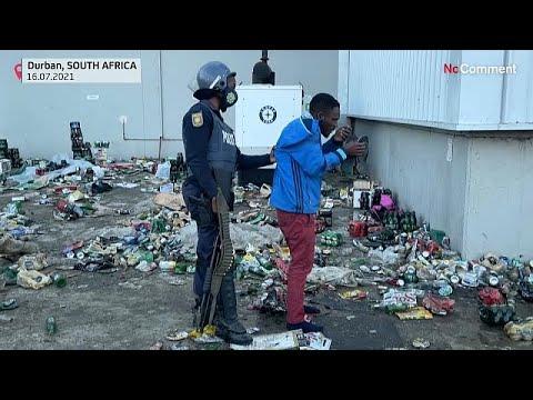 Polícia sul-africana defronta assaltantes de armazém em Durban