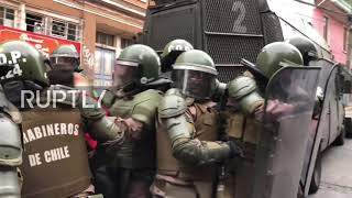 Chile: Protesters flee water cannon, riot police in Valparaiso