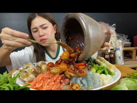 ขนมจีนราดน้ำปลา-แซลมอน-กุ้งสด-
