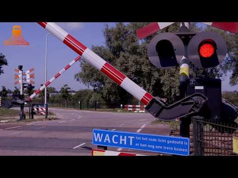 DUTCH RAILROAD CROSSING - Geldermalsen - Voetakkerweg photo