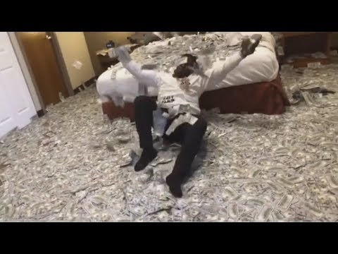 connectYoutube - Blac Youngsta Throws 2 Million Cash, Challenges Every Rapper To Match Him! #blacyoungstachallenge