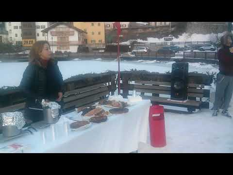 Gluhwein and cakes by the lakeside.