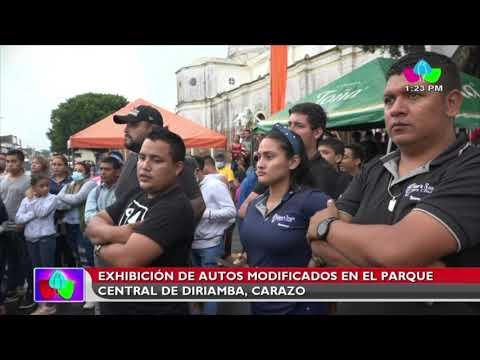 Exhibición de autos modificados en el Parque Central de Diriamba, Carazo
