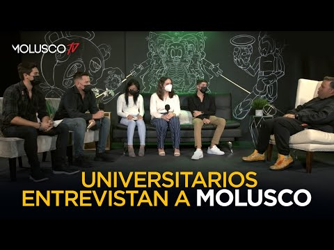Universitarios ENTREVISTAN a Molusco por reto de la profesora