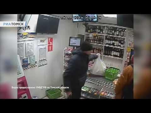 Видео из магазина где мужчина похитил продукты угрожая обрезом // Томск