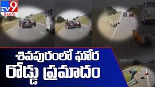 మూడు బైక్ లను ఢీ కొట్టిన కారు : Tamil Nadu - TV9 - TV9
