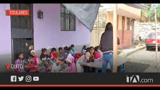 Niños reciben clases en carpa improvisada en el sur de Quito