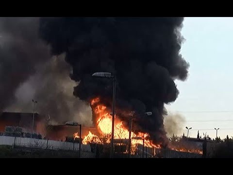 İstanbul İSTOÇ'ta korkutan yangın! Dumanlar gökyüzünü sardı