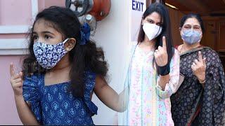 Allu Arjun Wife Allu Sneha Reddy Casts Her Vote | Allu Arha | GHMC Elections 2020 | Tollywood - TFPC