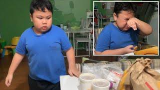 ردة فعل طفل يتناول وجبة من مطعم بعد شهور من منع التجول