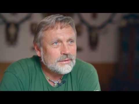 """Kommunismin aikaan slovakialainen Ondrej Galko oli salametsästäjä. Nyt hän osallistuu suurpetotutkimukseen ja on tyytyväinen saadessaan riistakamerakuvan """"metsästysmuistoksi"""".     Video on osa LIFE EuroLargeCarnivores -hanketta, jota EU rahoittaa. Hankkeen tuottamat videot voivat vähentää suurpetoihin kohdistuvia pelkoja ja ennakkoluuloja sekä esitellä keinoja, joiden avulla Euroopassa on helpotettu ihmisten ja suurpetojen yhteiseloa.     #StoriesofCoexistence"""