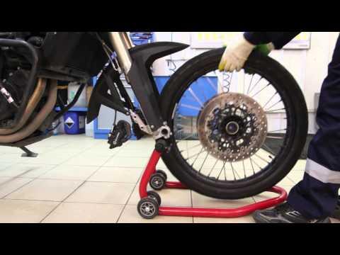 Снятие и установка переднего колеса мотоцикла