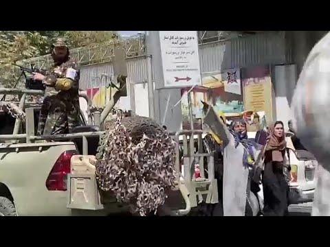 """Tálibok lövöldöztek egy tüntetésen Kabulban – jelentette az <span class=""""search-everything-highlight-color"""" style=""""background-color:orange"""">Euronews</span> tudósítója"""