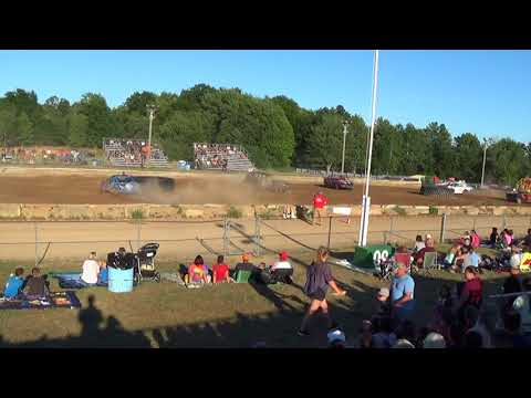 Farwell,Michigan 4th of July celebration 2018 USA figure eight Heat 1(FWD cars)