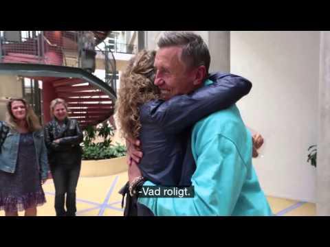 Börje Salming överraskar Världsföräldern Astrid