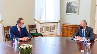 Prezidentas susitinka su Lietuvos banko vadovu Gediminu Šimkumi
