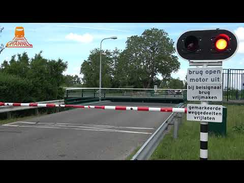 DUTCH BRIDGE OPENS  - Munnikeburen - Oldelamerbrug
