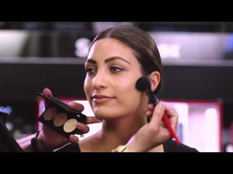 The MECCA Memo: How To Contour The 1 Minute Makeup Challenge