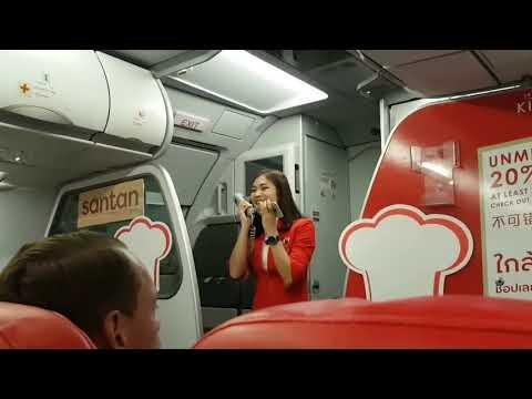 航班延误 声甜俏空姐高歌解乘客怒气