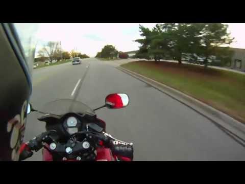 Motocykl kontra stary chevrolet