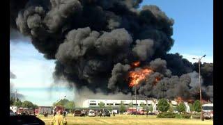 Impresionantes imágenes de incendio en planta química en Estados Unidos
