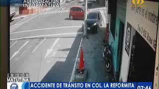 Momento en que vehículo se empotra con poste de alumbrado en la colonia La Reformita