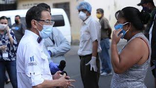 Personal de salud realizó hisopados a tenderos en Mixco