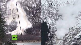 Lanzan una bomba para provocar una gran avalancha controlada en Alaska