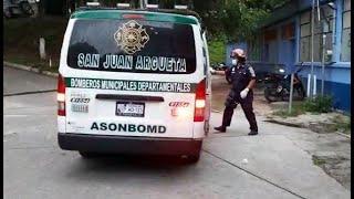Bomberos trasladan a joven tras accidente laboral en Sololá