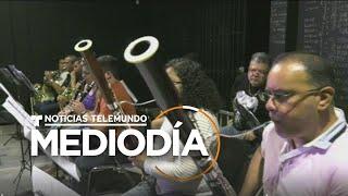 Más de 100 músicos venezolanos exiliados en Perú forman la 'orquesta del migrante'   Telemundo