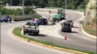 Remolcador botó bolsas con cemento y provocó un accidente