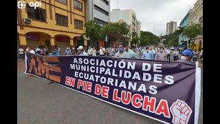 Alcaldes marchan en Guayaquil para exigir pagos del Gobierno