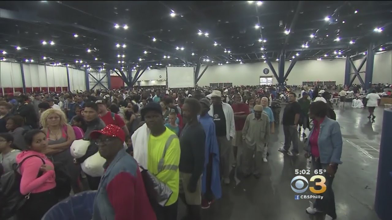 Tensions Rise As Flood Victims Crowd Houston Relief Center