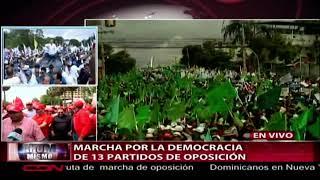 Cientos de personas participan en marcha de partidos de oposición