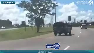 مطاردة مثيرة بين شرطي وشاب