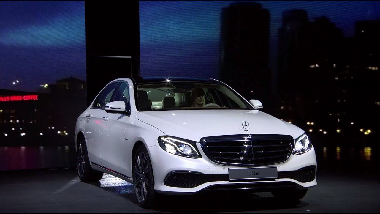 Mercedes-Benz TV: Premiere of the new E-Class at the 2016 NAIAS.