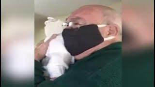 La emoción de un abuelo que conoce y abraza a su bisnieto luego de verlo por videollamada