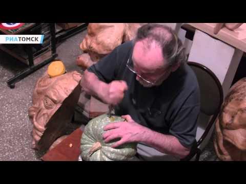 Леонтий Усов показал как вырезать Джека-фонаря к Хэллоуину