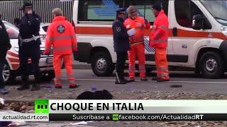 Al menos 18 heridos en un choque entre un camión de basura y un autobús en Italia
