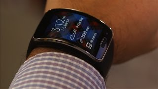 Big, bold, curved-screen Samsung Gear S tries to be a smartphone and smartwatch at the same time