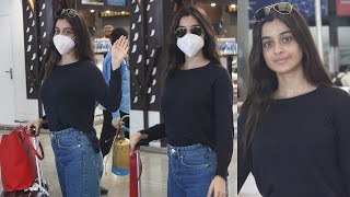 Black Movie Actress Darshana Banik Spotted @ Hyderabad Airport | Celebrities Airport Videos | TFPC - TFPC